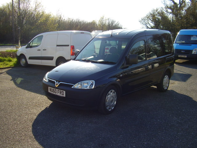 2010 (60) VAUXHALL COMBO - C DISABLED VEHICLE £3,950.00 DIESEL, AUTOMATIC, WHEELCHAIR ACCESSIBLE